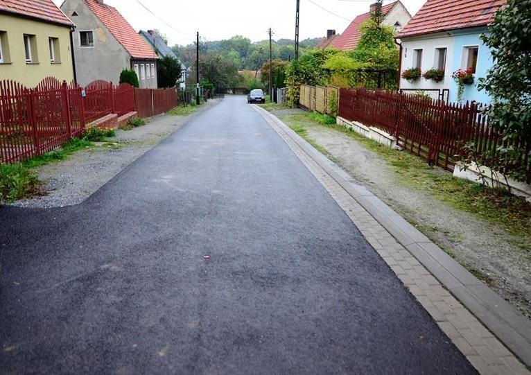 Gmina Żarów: Drogi do remontu