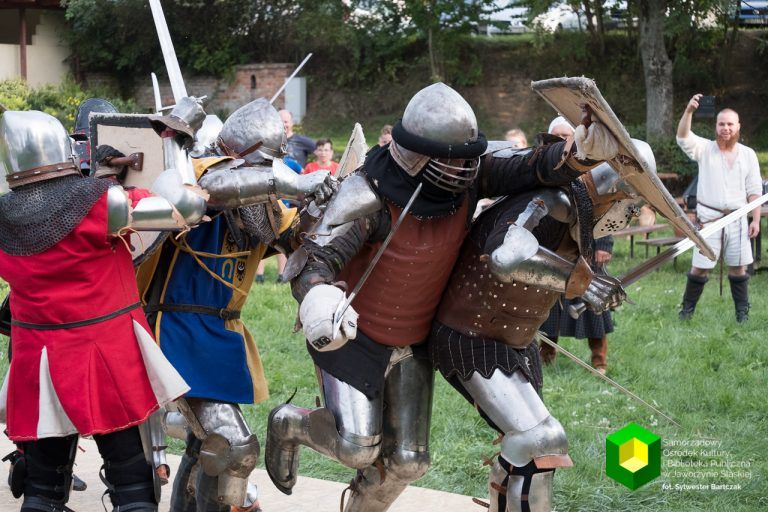 Nowice: Średniowieczny obóz