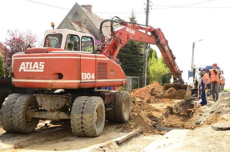 Żarów: Budują kanalizację