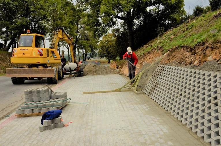 Gmina Żarów: Remontują chodniki