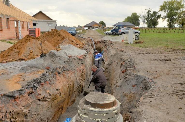 Żarów: Prace kanalizacyjne
