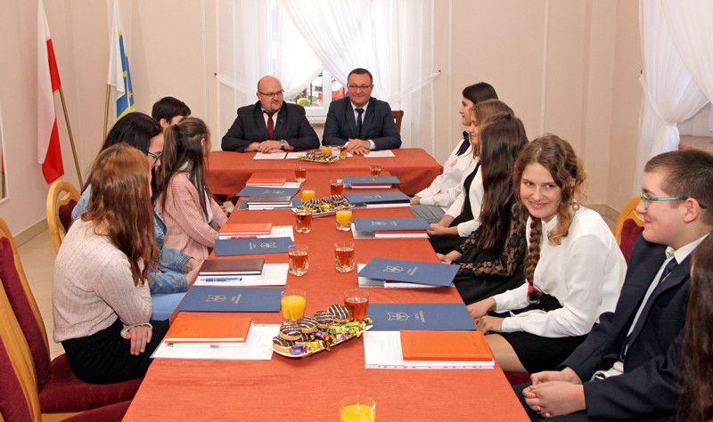 Gmina Dobromierz: Młodzi pracują