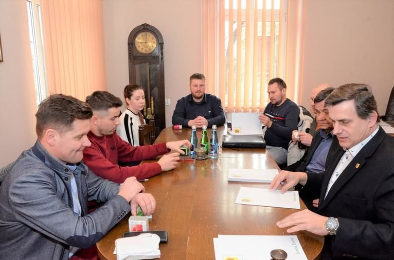 Gmina Żarów: Dotacje dla klubów