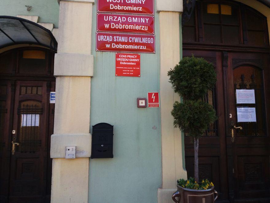Gmina Dobromierz: Jak skontaktować się z urzędem?