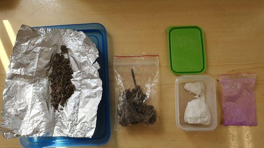 powiat świdnicki: Narkotyki w plecaku