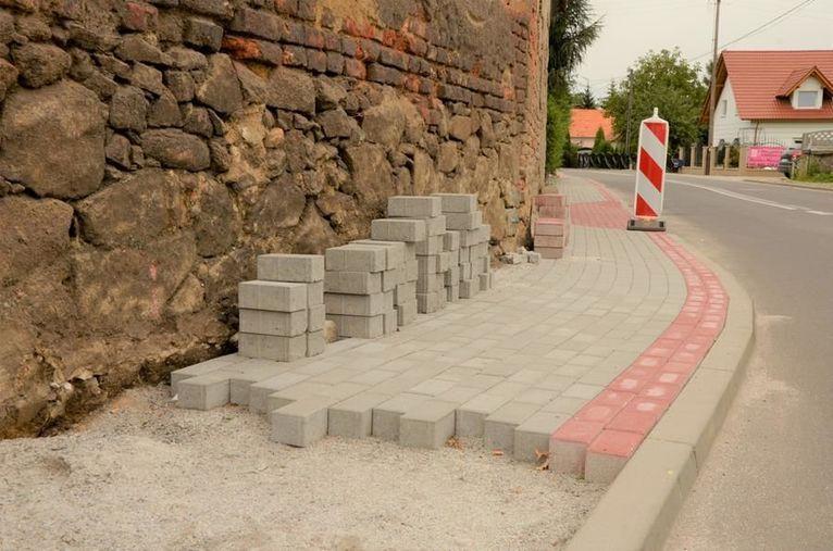 Gmina Żarów: Remonty chodników