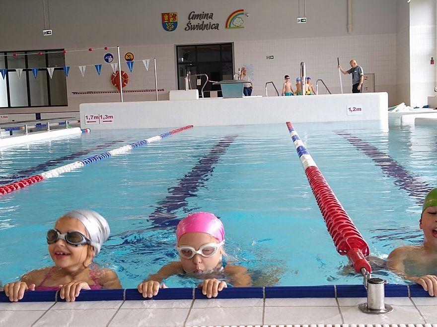 Gmina Świdnica: Uczą się pływać