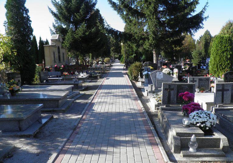 Żarów: Ostrożnie przy cmentarzach