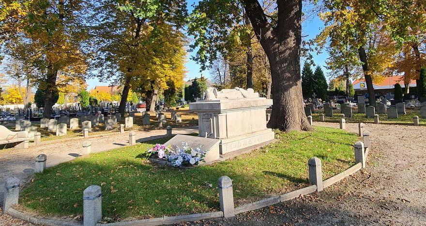 Strzegom: W trosce o cmentarze