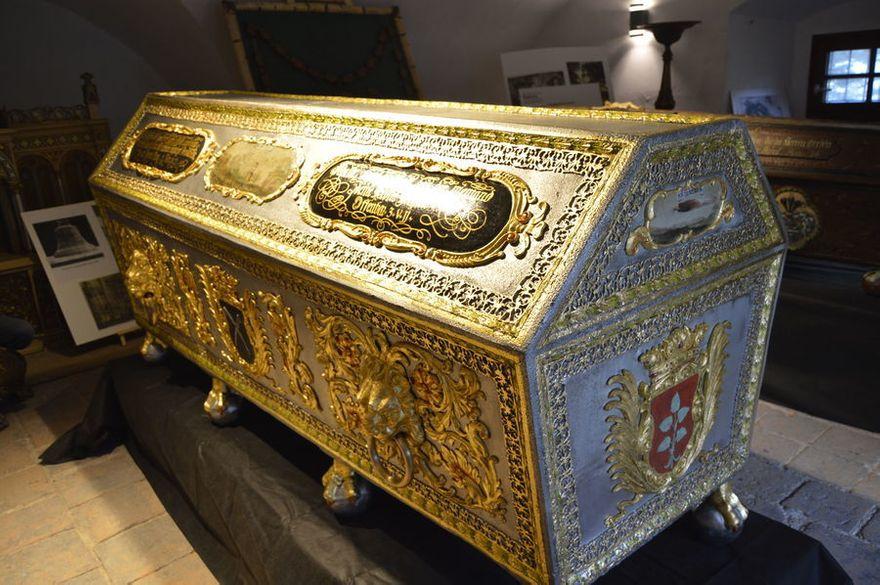 Świebodzice: Zabytkowy sarkofag