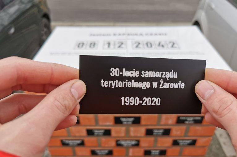 Żarów: Tabliczki zamontowane