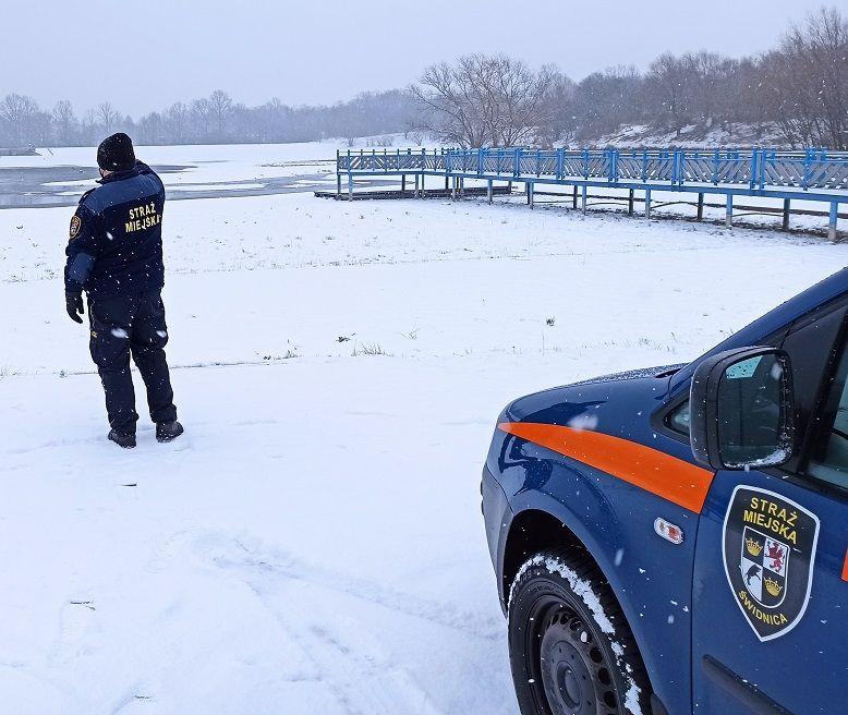 Świdnica: Cienki lód