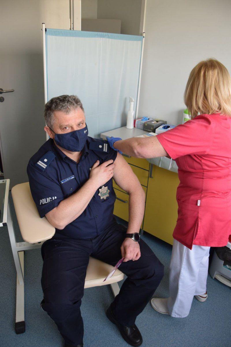 Świdnica/powiat świdnicki: Policjanci już się szczepią