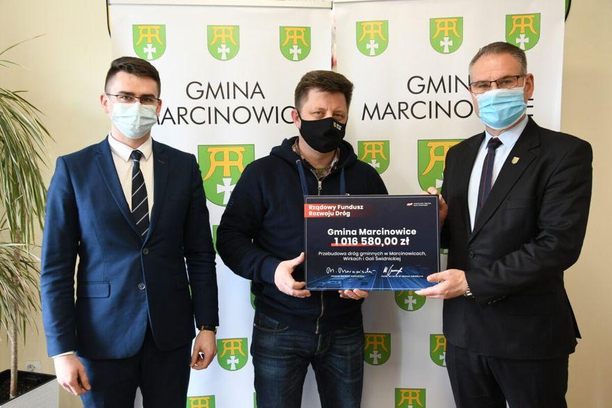 Gmina Marcinowice: Minister wręczył promesę