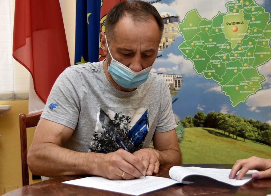 Gmina Świdnica: Podpisują umowy