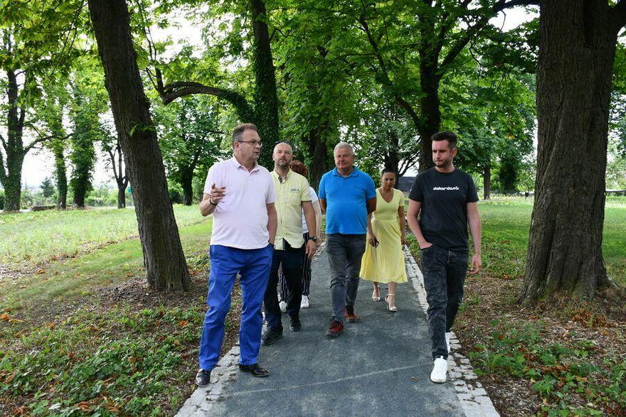 Świebodzice: Zakończyli w parku